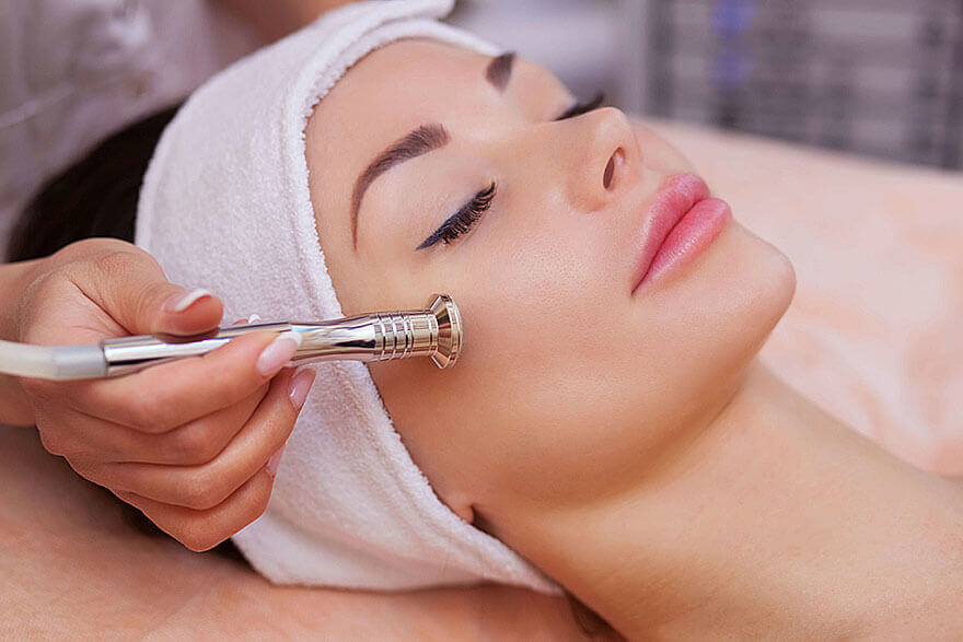 Mikrodremabrasion Anwendung bei La Cosmetique in Nürnberg