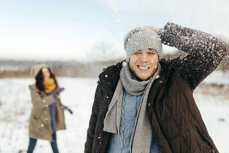 Kalte Luft aber auch trockene Luft und Heizungswärme stressen die Haut im Winter